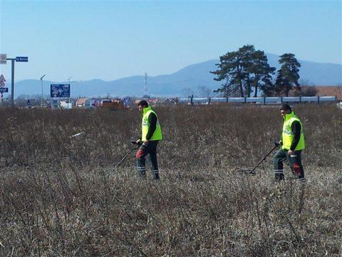 2012-03-26-13-39-26asanare-si-curatare-munitie-neeplodata-danavi